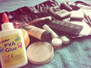 Make up items zombie
