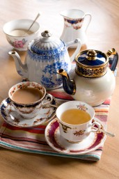 OSPREY LONDON The Saddlery Cafe china set